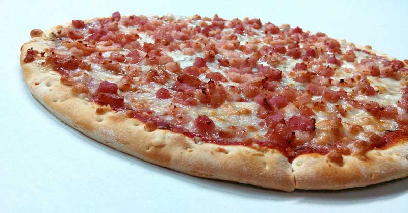 pizza con pollo y bacon